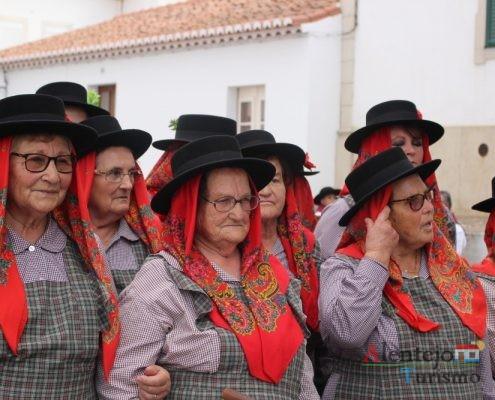 Mulheres com trajes trdicionais