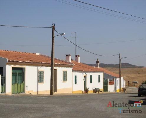 Rua de casas tradicionais