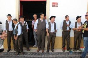 Homens com traje