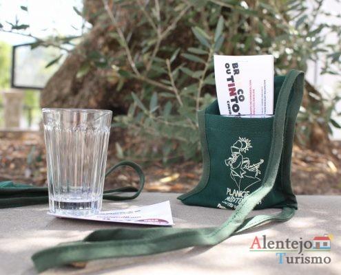 Copo e sacola- kit para a rota das tabernas