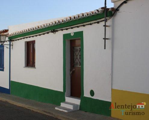 Casa tradicional com barra verde