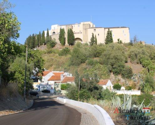 Castelo no cimo da colina