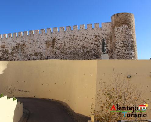 Muro e torre do castelo
