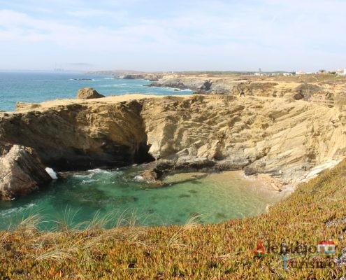 Falésias e praia