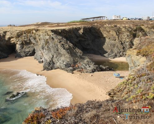Praia com piscina natural - Praia do Espingardeiro