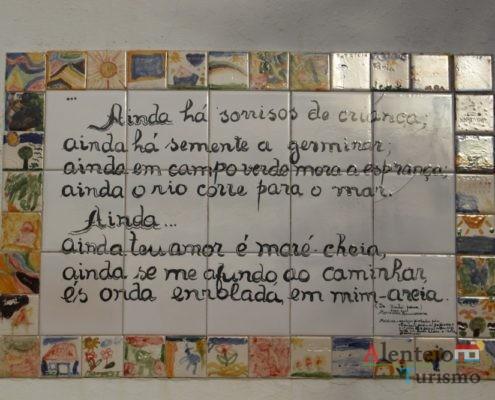 Poema em azulejo