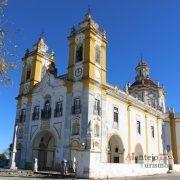 Igreja com barra amarela