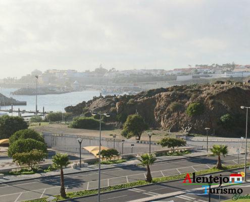 Rochas, mar e estrada