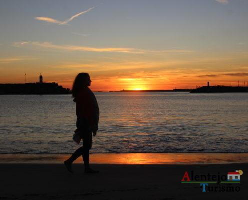 Mulher ao Pôr do Sol