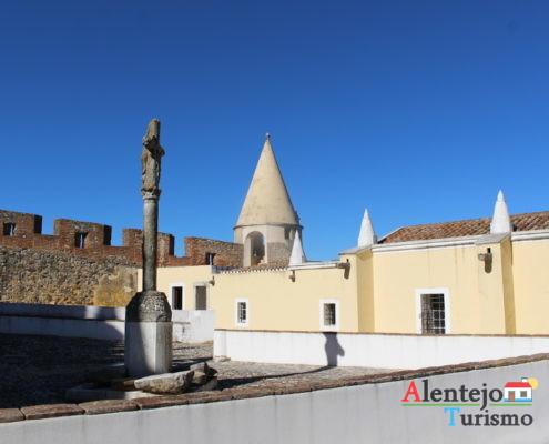 Torre e casas do castelo