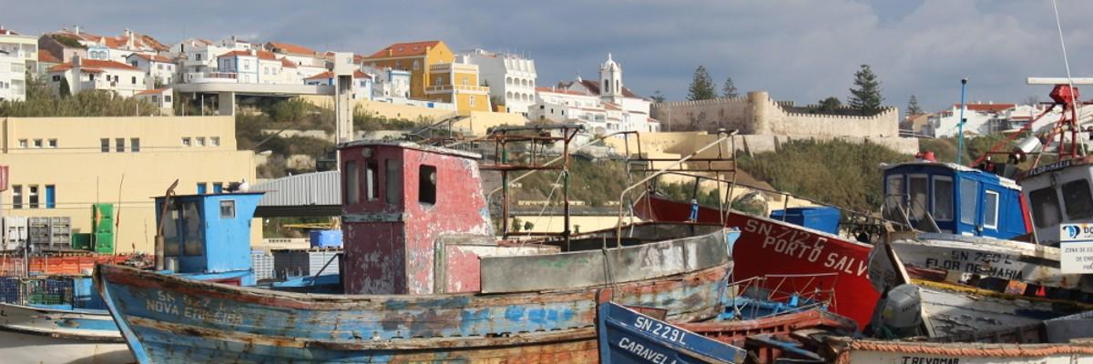 Porto de pesca e cidade