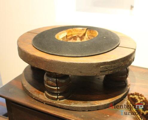 Máquina antiga para fazer chapéus