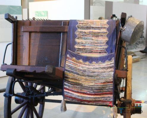 Carro de madeira e alforges
