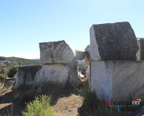 Pedras sobrepostas