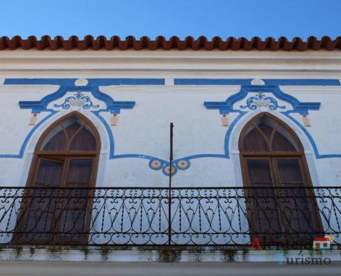 Casa tradicional com pinturas azuis