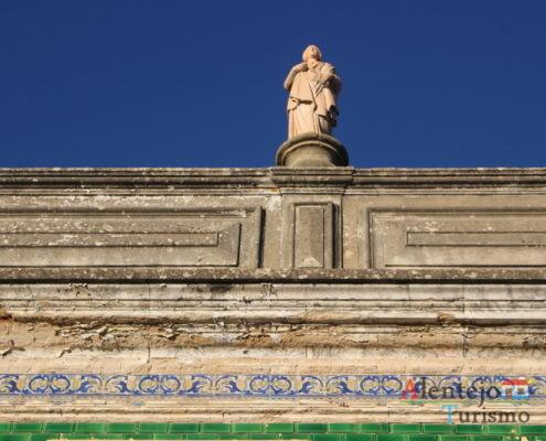 Estátua no telhado