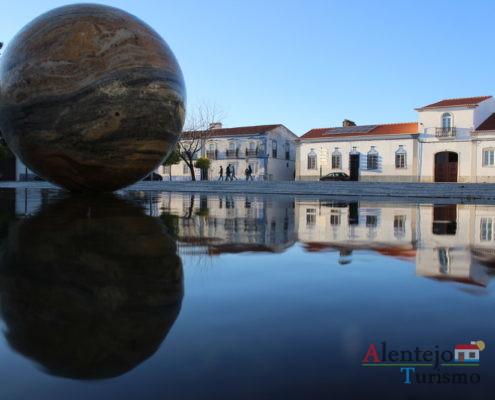 Reflexo de casas e esfera