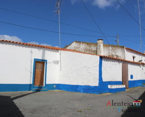 A - do - Corvo - casas típicas alentejanas