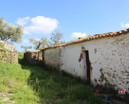 A - do - Corvo - casa abandonada