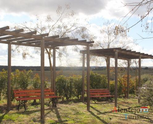 Bancos de jardim e telheiros - Poço e lavadouro dos Namorados 2
