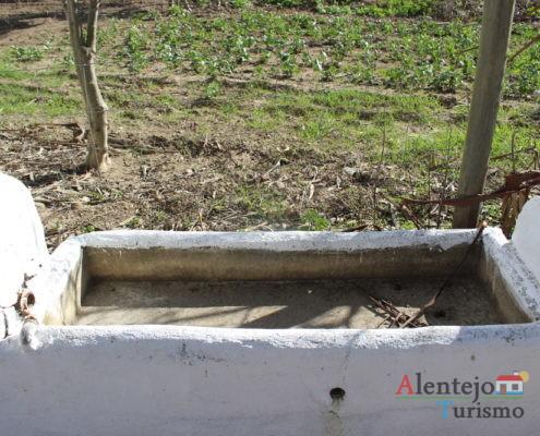 Tanque de água - Poço e lavadouro dos Namorados 2