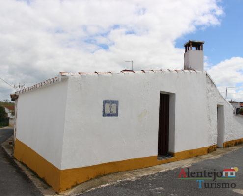 ~Casa alentejana com barra amarela