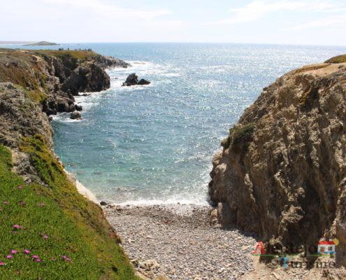 Praia de pedras roliças