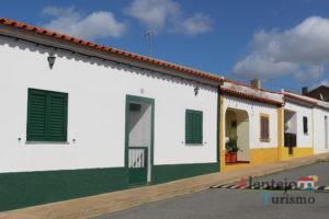 Casas de barra verde e amarela