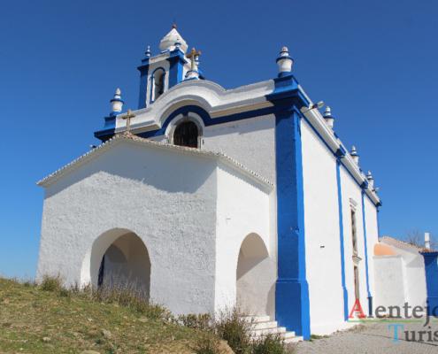 Igreja de Nossa Senhora dos Remédios : ermida azul e branca