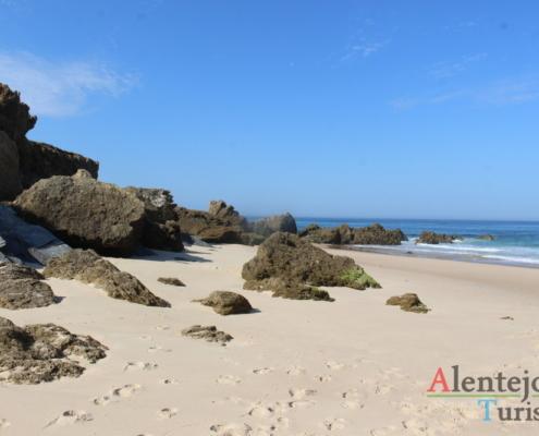 Rochas na areia