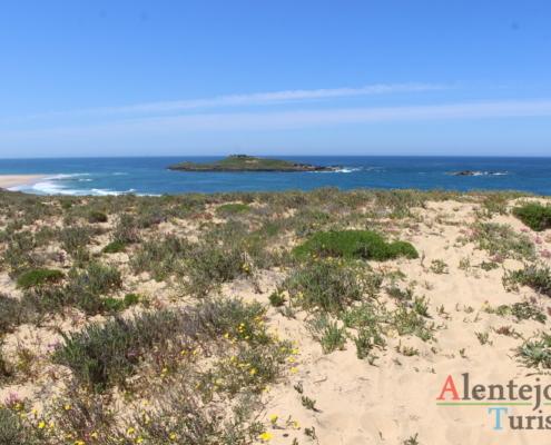 Ilha, mar e dunas.