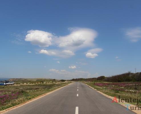 Estrada e coração nuvem