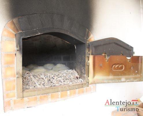 Pão em massa no forno