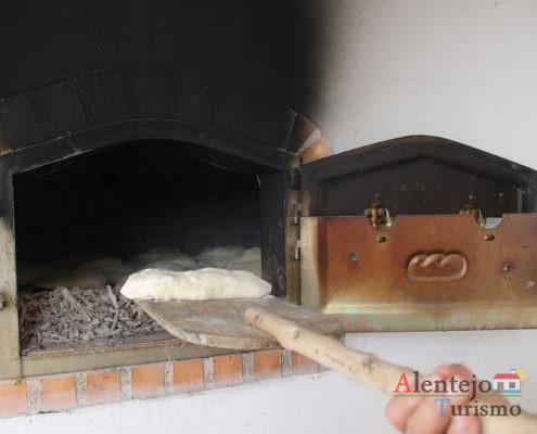 Pão com chouriço em massa