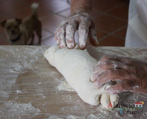Tender o pão com chouriço