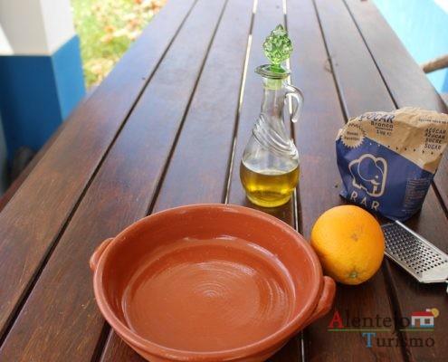 Uma recita simples mas de sabor insólito Tiborna – pão quente, acabado de cozer, com azeite e açúcar. Tiborna com raspa de laranja – pão quente, açúcar e raspas de laranja.: ingredientes.