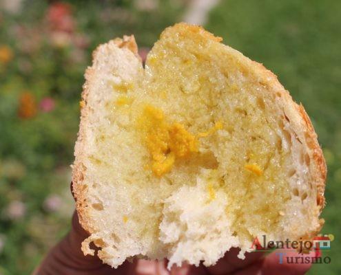 Tiborna com raspa de laranja:: elaborada com pão alentejano.