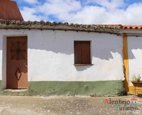 Casével - casa típica do Alentejo com barra verde