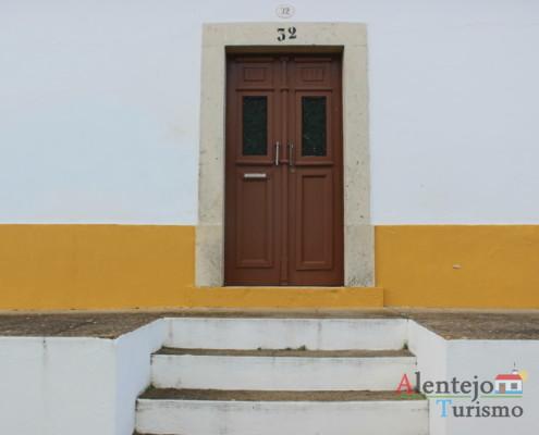 Casével - porta com com escadaria