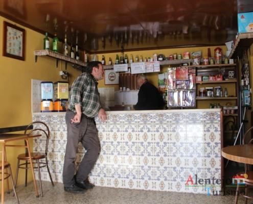 ze carlos albino, o poeta de Messejana, na taberna do Manel - Taberna do Manel – Conceição – Concelho de Ourique