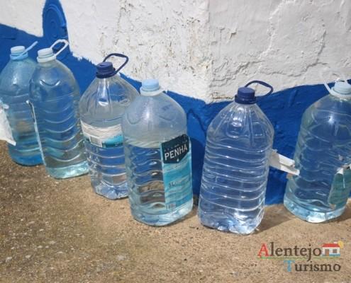 Garrafões de água - Aldeia dos Elvas - Concelho de Aljustrel