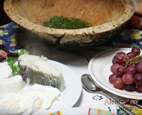 Partir os ovos - Pisar - Açorda de alho – Gastronomia - Alentejo