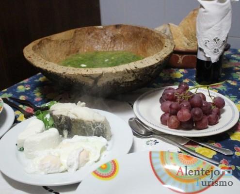 Vazar - Partir os ovos - Pisar - Açorda de alho – Gastronomia - Alentejo