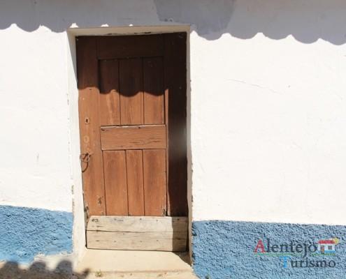 Porta com postigo - Grandaços – Concelho de Ourique – Alentejo
