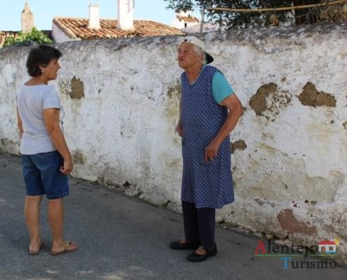 A D. Maria Adelina e a Ti Ercília - A mula nas lides do campo - Museu vivo – Grandaços – Concelho de Ourique - Alentejo