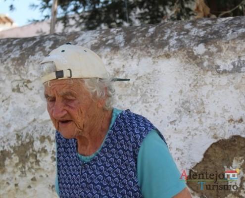 A Ti Ercília uma das senhoras mais velhas dos Grandaços - Museu vivo – Grandaços – Concelho de Ourique - Alentejo
