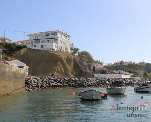 Vista de mar para Porto Covo; Ilha do Pessegueiro; Porto Covo; Concelho de Sines; Parque Natural do Sudoeste Alentejano e Costa Vicentina; Alentejo