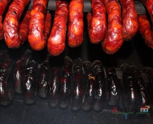 Confeção das linguiças alentejanas; região de Castro Verde; Alentejo