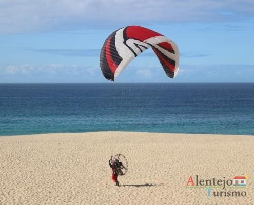 Paramotor – Praia da Costa do Norte – Concelho de Sines – Alentejo - AlentejoTurismo