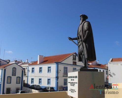 Estátua Vasco da Gama e Centro Cultural Emmerico Nunes